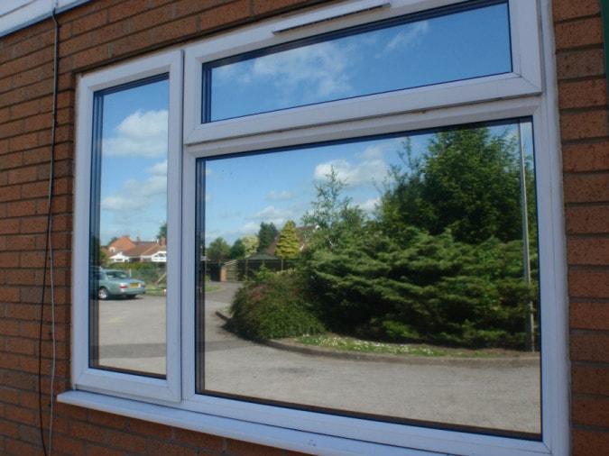 پنجره UPVC با شیشه ی دوجداره رفلکس